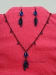Černý náhrdelník a náušnice s modrými kamínky