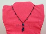 Černý náhrdelník s modrými kamínky