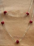 Dlouhý náhrdelník s červenými kuličkami