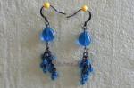 Modré náušnice s černými řetízky