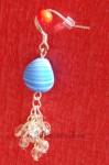 Modrobílé náušnice se stříbrnými řetízky