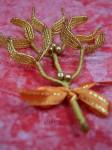 Střední zlatá větvička jmelí se zlatými perličkami