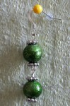 Zelené náušnice se dvěmi kuličkami