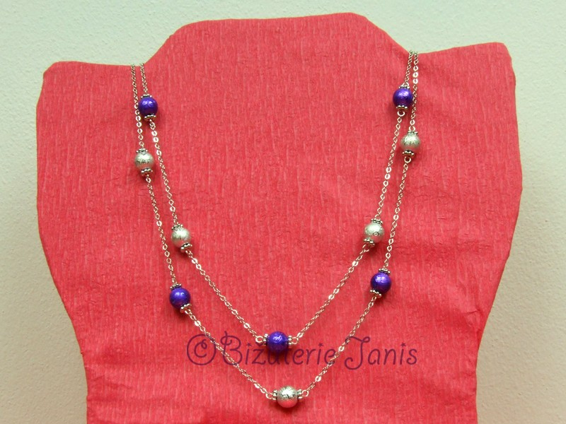 Dlouhý náhrdelník s fialovými a stříbrnými kuličkami