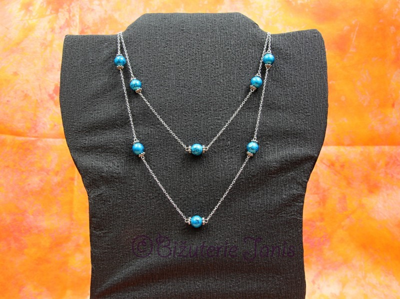 Dlouhý náhrdelník s modrými kuličkami