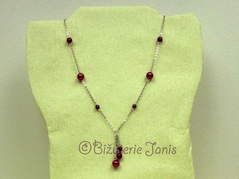 Náhrdelník s bordovými perličkami