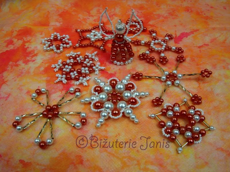 Oranžovokrémové perličkové vánoční ozdoby