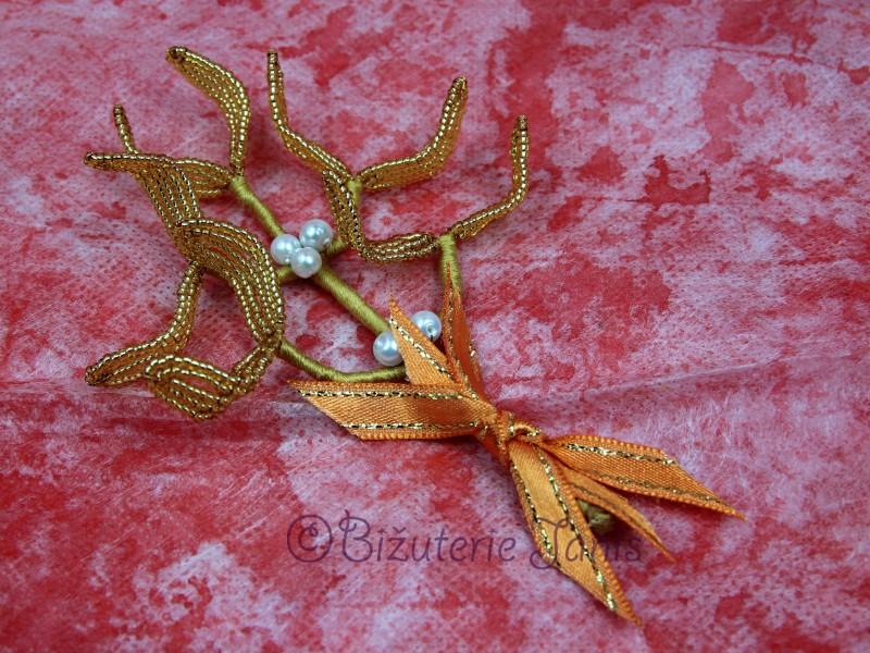 Střední zlatá větvička jmelí s bílými perličkami