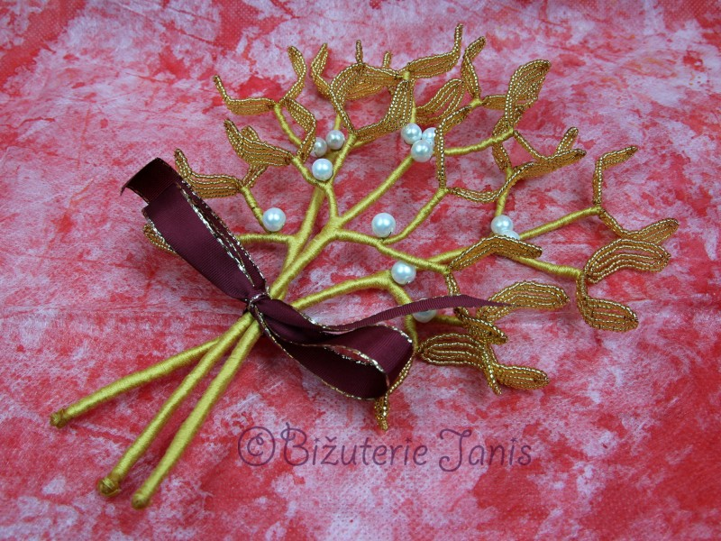 Velké zlaté větvičky jmelí s bílými perličkami
