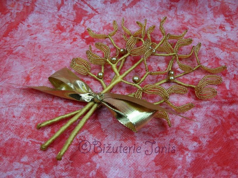 Velké zlaté větvičky jmelí se zlatými perličkami